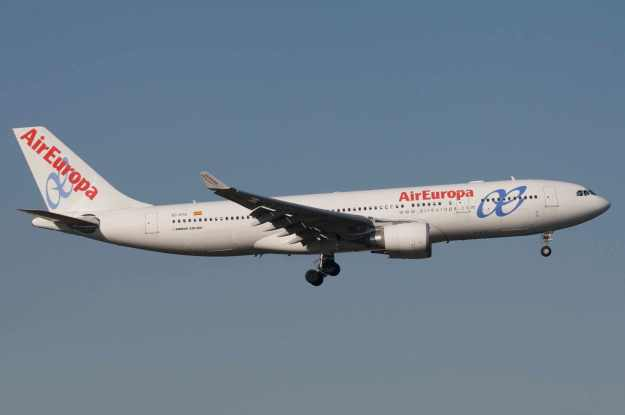 Please click on photo for full view, information and other AirEuropa photos.