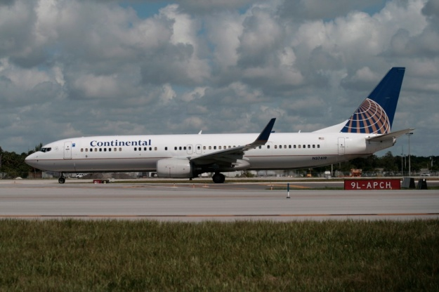 Boeing 737-924 ER (Extended Range) N37419 (msn 31666) of Continental Airlines waits its turn for departure at Fort Lauderdale/Hollywood.  Copyright Photo: Ariel Shocron.
