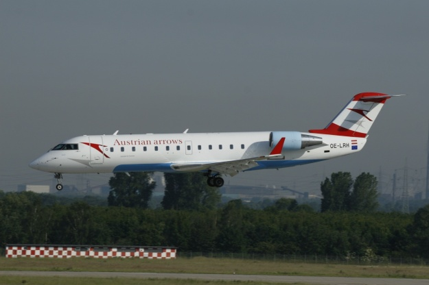 The CRJ100s have already left the Austrian arrows fleet.  CRJ100 OE-LRH (msn 7125) prepares to land at Dusseldorf.  Copyright Photo: Ariel Shocron.