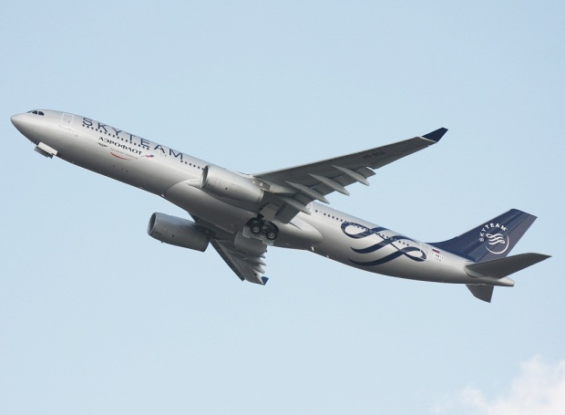 Copyright Photo: Yvan Panas. Airbus A330-343X F-WWYX (soon to be VP-BCQ) (msn 1058) climbs at Toulouse in the SkyTeam colors.