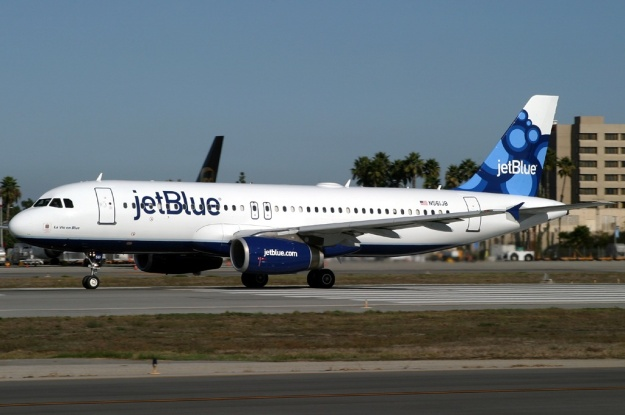 "Copyright Photo: Michael Carter.  Airbus A320-232 N561JB (msn 1927) is pictured at Long Beach in the new ""Blueberries"" tail design."