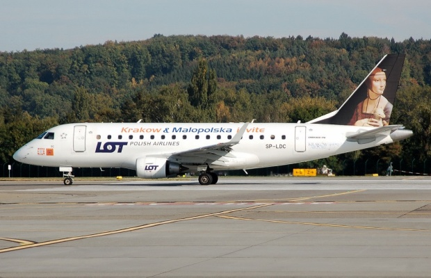 Copyright Photo: Adrian Arzenheimer.  Embraer ERJ 170-100ST SP-LDC (msn 17000025) taxies at Zurich in the new scheme.