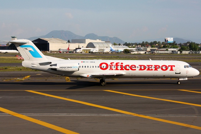 Copyright Photo: Arturo Zapata.  XA-MRB is pictured at the Mexico City hub.