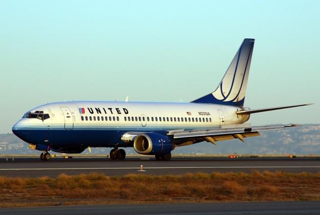 United 737-300 N331UA (04)(Grd) SFO (DB)(LR)