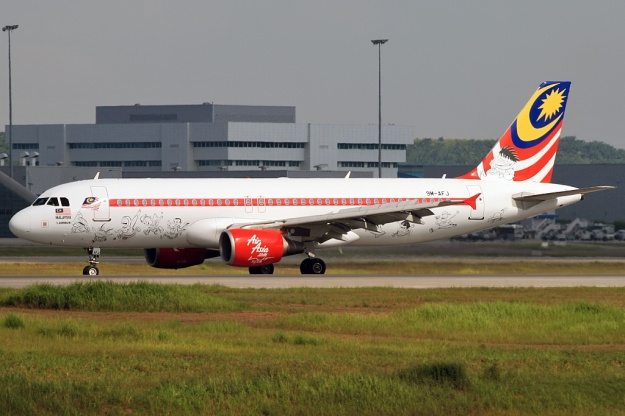 AirAsia.com (Malaysia) A320-200 9M-AFJ (09)(Grd) KUL (WTL)(LR)
