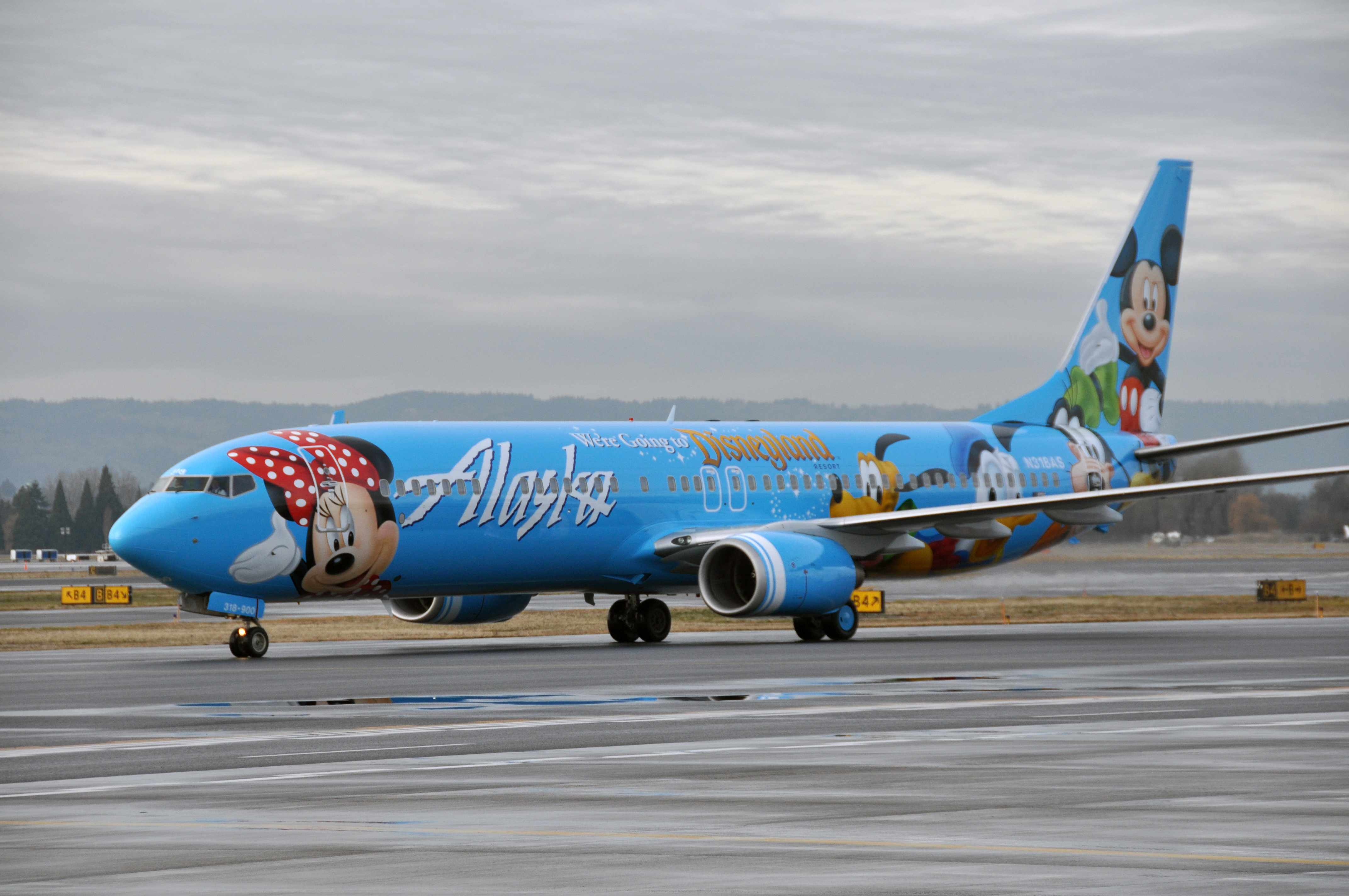 Alaska Airlines Introduces Its First Boeing 737 900