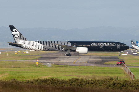 air-new-zealand-777-300-zk-okq-10-all-bl