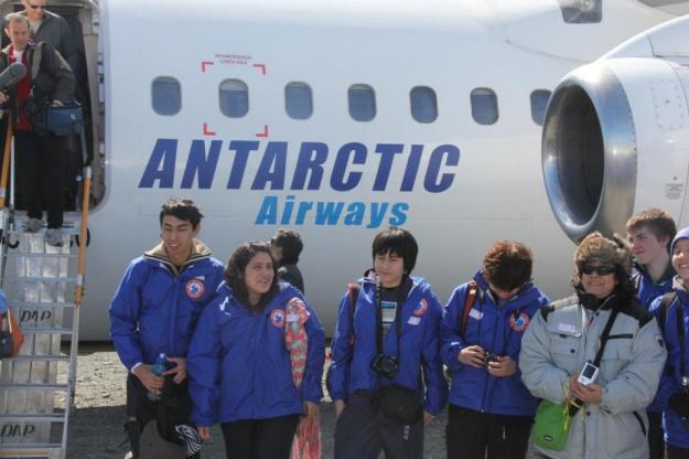 DAP Antarctic Airways (titles)(Aerovias DAP)(LR)