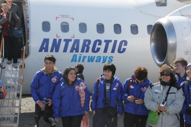 DAP Antarctic Airways (titles)(Aerovias DAP)(LR)