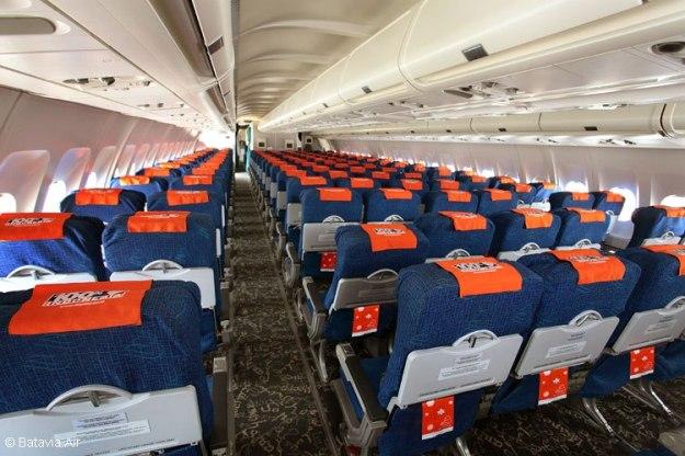 Batavia Air A330-200 cabin (Batavia Air)(LR)
