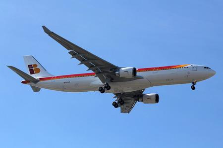Iberia A330-300 EC-LUB (77)(Apr) MAD (ASC)(LRW)