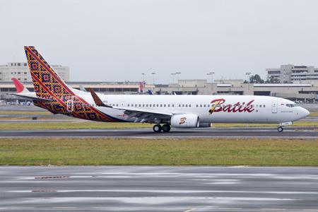Batik 737-900ER WL PK-LBG (13)(Grd) HNL (IN)(LRW)