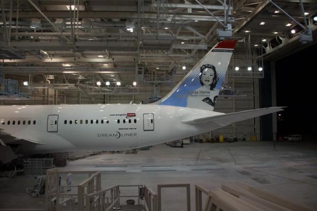 Norwegian.com 787-8 (02-Sonja Henie)(Tail) PAE (Norwegian)(LR)