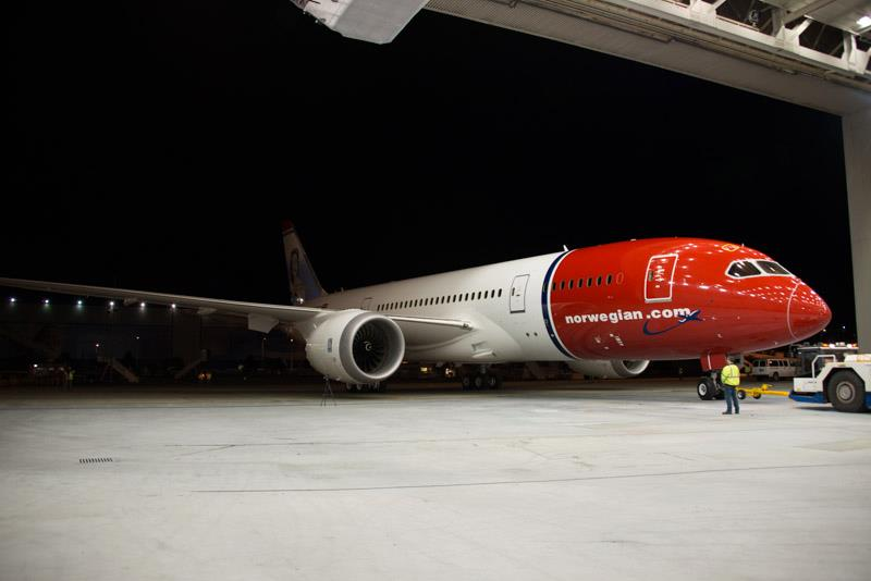 Norwegian.com 787-8 (02)(Nose) PAE (Norwegian)(LR)