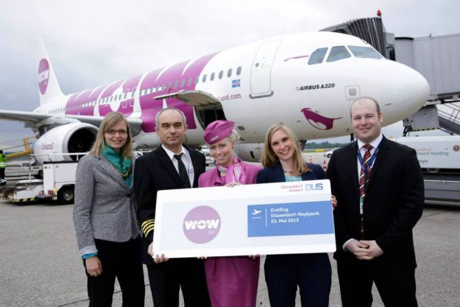 Wow Air Dusseldorf Welcome (Wow Air)(LR)