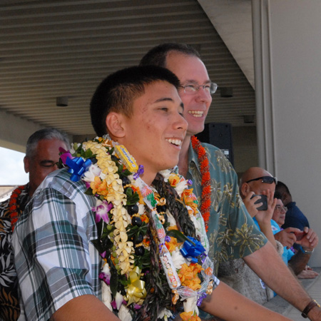 Winning designer Aaron Nee sees N560AS for the first time at Honolulu.