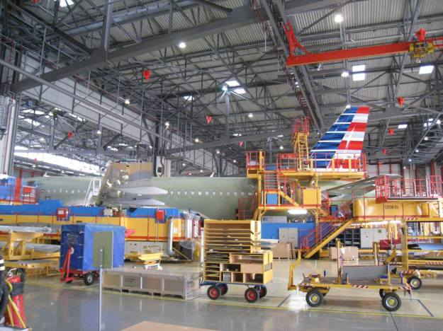American A319-100 N9015D (13)(Grd)(American)(LR)