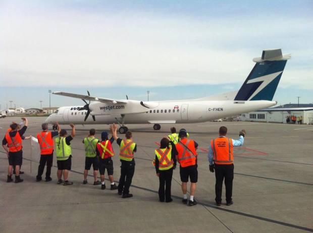 WestJet DHC-8-400 C-FHEN (95)(Grd) YYC (WestJet)(LR)