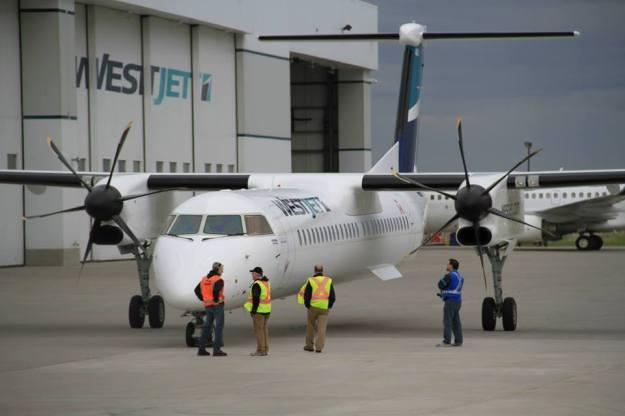 WestJet DHC-8-400 C-FOEN (95)(Grd) YYC (WestJet)(LR)