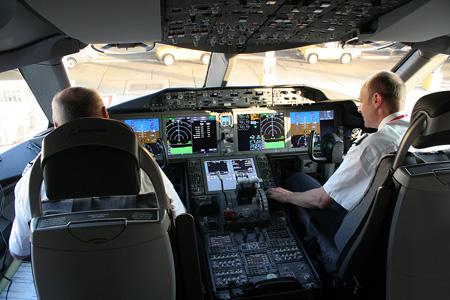 Norwegian.com 787-8 EI-LNA (02-Sonja Henie)(Cockpit) LGW (AHE)(LRW)