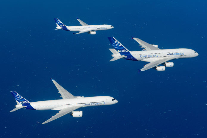 Airbus A380, A330 and A350 in formation (Airbus)(LR)