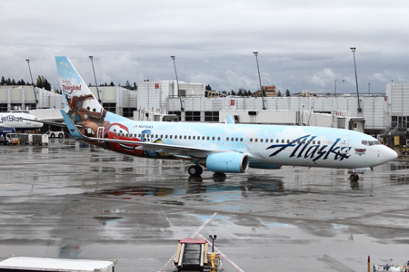 Alaska 737-800 WL N570AS (13-Disneyland 5th-Cars)(Grd) SEA (BDF)(LRW)