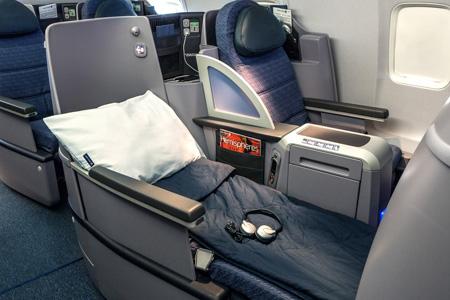 United 757-200 ps cabin (United)(LRW)
