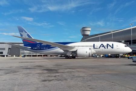 LAN (Chile) 787-8 CC-BBE (04)(Grd) MIA (LC)(LRW)