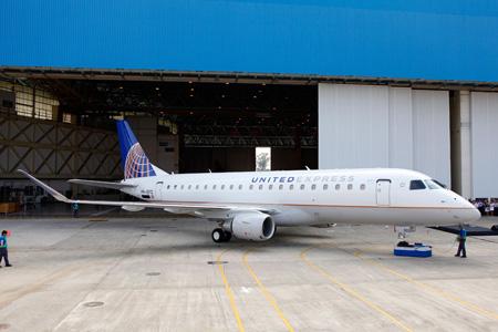 United Express-SkyWest E175 PR-EFG (302)(CO 91)(Embraer)(LRW)