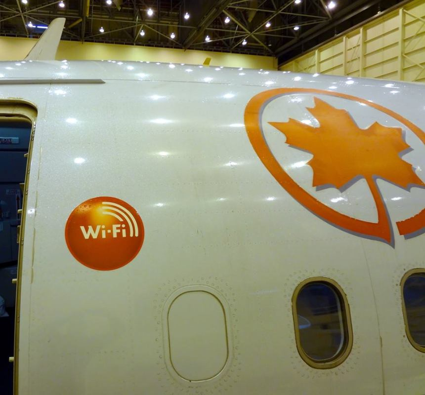 Air Canada Wi-Fi logo on A319 (Air Canada)(LR)