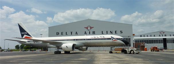Delta 757-200 N608DA (66)(Grd) ATL (Delta Flight Museum)(LR)