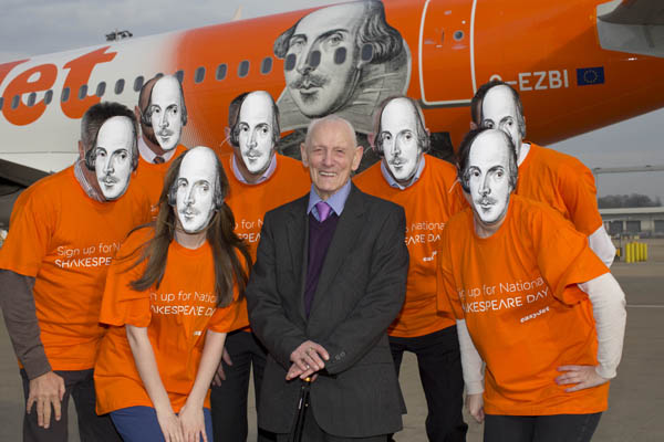EasyJet (UK) William Shakespear + crew (EasyJet)(LR)