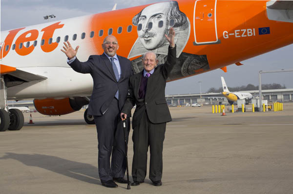EasyJet (UK) Wiulliam Shakespeare-Nadhim Zahawi (easyJet)(LR)