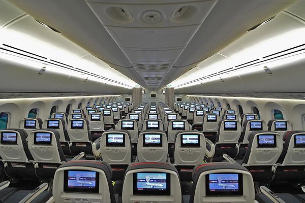 Air Canada 787 Economy cabin (Air Canada)(LRW)