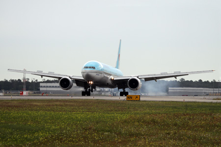 Korean 777-200 Lands in Houston (Korean Air)(LRW)