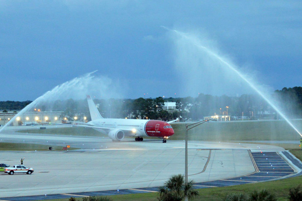 Norwegian 787 arrives in MCO (OIA)(LRW)