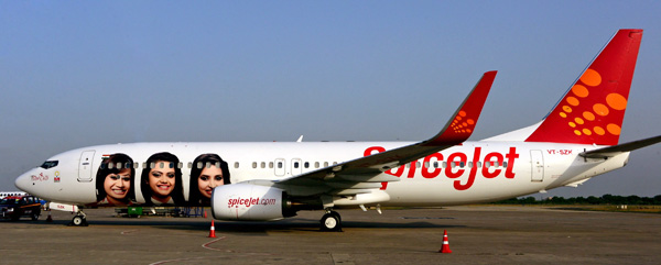 SpiceJet 737-800 WL VT-SZK (14-With All Our Heart)(Grd)(SpiceJet)(LRW)