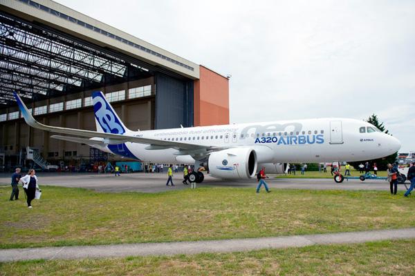 Airbus A320-200N WL F-WNEO Roll Out TLS (Airbus)(LRW)