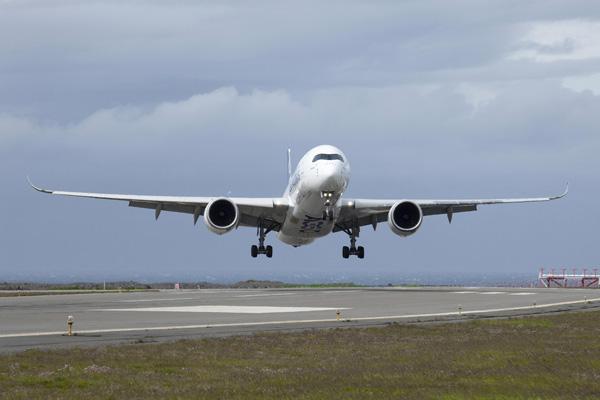 Airbus A350 testing in Keflavik (Airbus)(LRW)