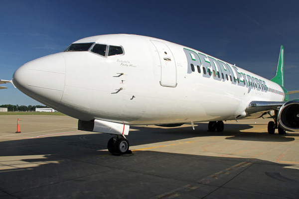PEOPLExpress 737-400 (Nose)(PEOPLExpress)(LRW)