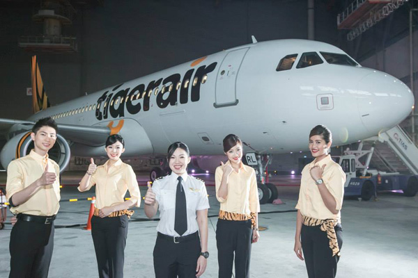 Tigerair (Taiwan) A320 crew (Tigerair)(LRW)