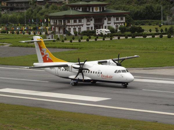 Drukair ATR 42-500 (04)(Grd) Paro (Drukair)(LR)