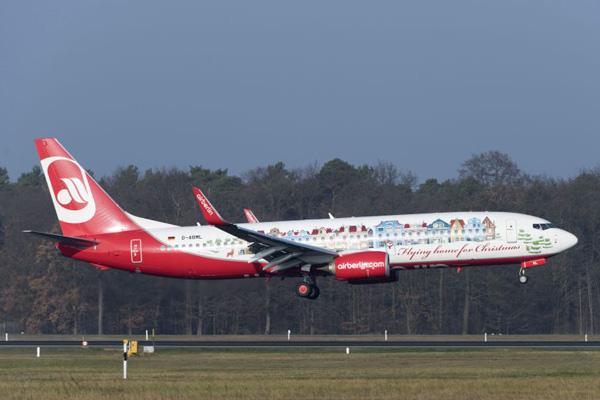 Airberlin 737-800 WL D-ABML (14-Christmas)(Ldg)(Airberlin)(LR)
