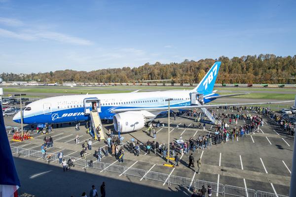 Boeing 787-8 N787BX (Grd)(Museum of Flight) BFI (Boeing)(LRW)