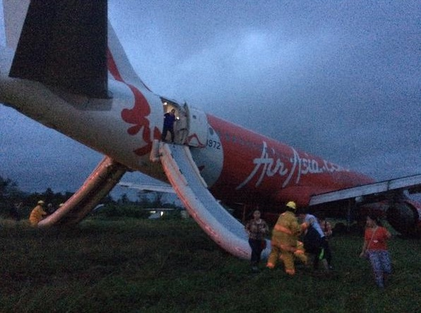AirAsia Zest A320-200 RP-C8972 overshoots the runway at Kalibo