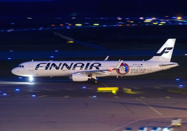 Finnair A321-200 OH-LZL (14-Santa Claus)(Grd) HEL (Finnair)(LRW)