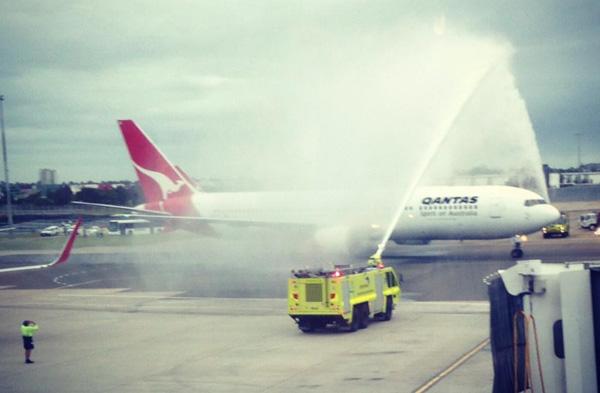 QANTAS last 767-300 flight arrives in Sydney (QANTAS)(LR)