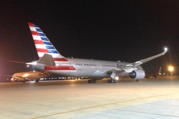 American 787-8 N800AN arrives at DFW on its delivery flight (DFW)(LR)