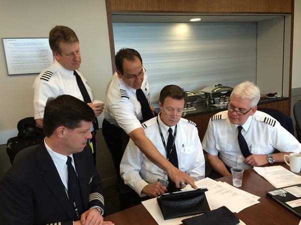 American 787-8 N800AN flight crew (American)(LR)
