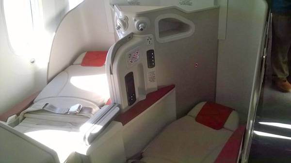 Royal Air Maroc 787-8 CN-RGB bed seat (RAM)(LR)